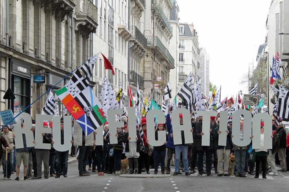 Manifestation-reunification-nantes-bretagne