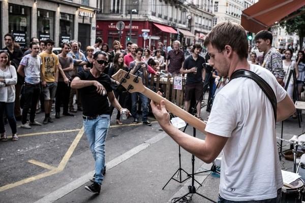 Fete-musique-Lyon-21-juin-2015-Alors-deputes-debattent-projet-creation-question-pratique-amateur-confrontation-avec-celle-professionnels-nouvelle-fois-discutee_1_1400_400